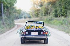 Vintage car engagement shoot | Photo by Love Flora Fauna | Read more - http://www.100layercake.com/blog/?p=69089
