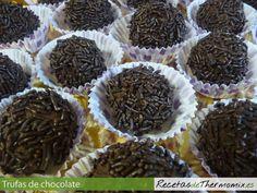 Las trufas de chocolate es un dulce ideal para los amantes del chocolate y su sabor es una mezcla de chocolate y licor. Reciben el nombre de trufas, porque en forma y textura, se parecen a la seta del mismo nombre.