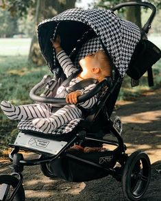Finally, a luxury pram for moms with style - the new black & white pepita swift pram from Mountain Buggy 📷