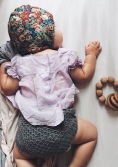 Liberty of London Handmade Floral Bonnet Toddler Boy Fashion, Little Girl Fashion, Kids Fashion, Slow Fashion, Paris Fashion, Handmade Baby Quilts, Baby Sewing Projects, Stylish Baby, Baby Time