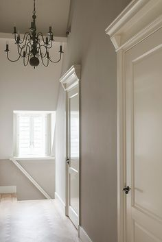 Molding above door frame Porte Design, Door Design, Casa Milano, Greige, Inside Doors, Home And Living, Interior Inspiration, Home Remodeling, House Plans