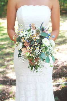 I'm going to go out early in the morning on my wedding day and pick wild flowers for my bouquet. And I LOOOOOVE that dress Floral Wedding, Diy Wedding, Rustic Wedding, Wedding Day, Wild Flower Wedding, Garden Wedding, Bridal Flowers, Wildflower Wedding Bouquets, Bouquet Wedding