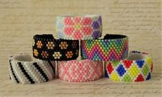 Beading Patterns Free, Seed Bead Patterns, Beaded Bracelet Patterns, Diy Jewelry Rings, Beaded Rings, Bead Jewellery, Beaded Banners, Bead Crochet, Seed Beads