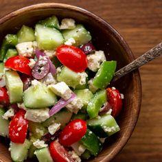 Vegan Greek Salad with Tofu Feta Delicious Vegan Recipes, Healthy Recipes, Soup Recipes, Veggie Quinoa Bowl, Vegan Greek, Vegan Snacks, Vegan Food, Roasted Sweet Potatoes, Crispy Potatoes