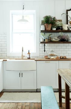 my scandinavian home: A Dated Home Becomes a Fresh, Modern Farmhouse (by Leanne Ford for HGTV) #farmhousesink #openshelving