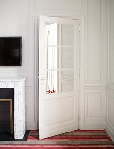 Habitually Chic®: Marvelous Marquis Faubourg Saint-Honoré; Mirrored door, striped carpet (simple curtain with stripe, too!)