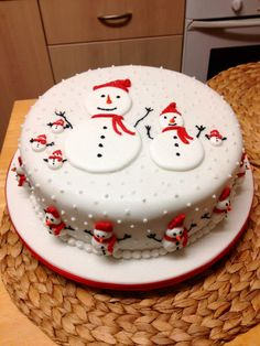 Snowmen cake--white and red