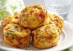 Low Carb Muffins: Spicy ham and cheese protein bombs- Low Carb Muffins: Würzige Schinken-Käse-Eiweißbomben Muffins do not have to be sugar-rich calorie bombs: These low carb muffins score extra extra protein and are quick and easy to make. Egg Recipes, Brunch Recipes, Breakfast Recipes, Breakfast Ideas, Liver Recipes, Sauce Recipes, Vegetable Omelette Recipes, Slimming World Breakfast, Slimming World Egg Muffins