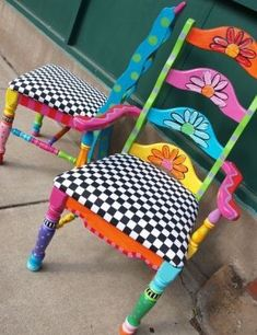 ideas funky hand painted furniture design for 2019 Whimsical Painted Furniture, Hand Painted Furniture, Paint Furniture, Furniture Projects, Furniture Makeover, Furniture Design, Decoupage Furniture, Hand Painted Chairs, Painted Stools