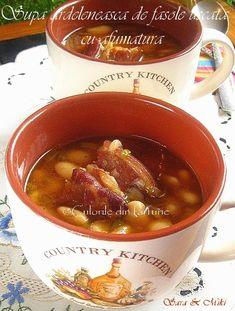 Supa ardeleneasca de fasole uscata cu afumatura, o supa asa cum o facea soacra mea si desigur cum si azi ii place sotului meu Miki. Este o supa care se serveste in Ardeal si Banat, dar poate… Romanian Food, Chili, Beans, Cooking Recipes, Dishes, Soups, Random, Honey, Chile