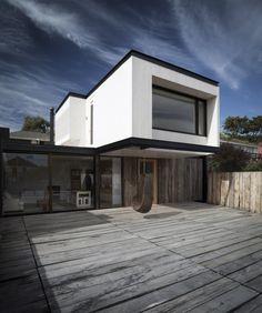 © Marcelo Cáceres Architects: Juan Pablo Merino Location: Algarrobo, Valparaíso Region, Chile Area: 675 sqm Year: 2013 Photographs: Marcelo Cáceres.