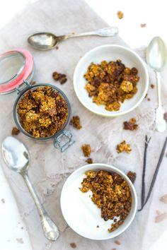 Winterse kruidige granola zelf maken. Ook wel cruesli genoemd en je maakt het gewoon thuis in de oven. Winters door speculaas kruiden.