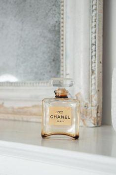 Old Perfume Bottles, Perfume Packaging, Bottles For Sale, Chanel No 5, Beige, Aesthetic Vintage, Vintage Chanel, Wow Products, Bottle Bottle