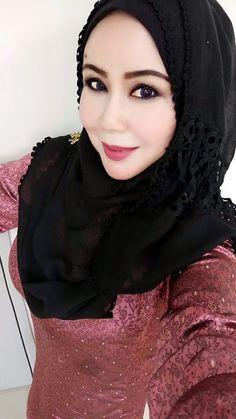 PRETTY MUSLIMAH Beautiful Hijab Girl, Beautiful Eyes, Muslim Fashion, Hijab Fashion, Girl Hijab, Muslim Women, Covergirl, Beauty Women, Samurai Artwork