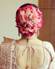 Trending Kerala Hochzeitsfrisuren für die zukünftige Braut - New Site Bridal Hairstyle Indian Wedding, Bridal Hair Buns, Bridal Hairdo, Indian Bridal Hairstyles, Hairstyles For Gowns, Little Girl Hairstyles, Bride Hairstyles, Engagement Hairstyles, Plaits Hairstyles
