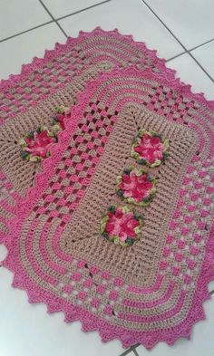 OH, my! I LIKE this one. Looks harder than it is. I've seen similar ideas in a book I've got. It looks like you're dropping/changing colors a lot more than you actually do. Looks like a lot of granny squares brought together but impression from those pics is that it's done in rounds in one piece...