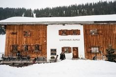 A ski trip guide for Lech Austria -- a favorite winter destination for many Europeans. Couples and families visit annua. Best Ski Resorts, Best Christmas Markets, Austria Travel, Romantic Vacations, Winter Travel, Cool Places To Visit, Night Life, The Good Place, Skiing