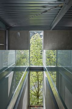 Minimalistische Einrichtung Beton Holz Designleuchte Dachfenster Stahl  #interior #design #modernhouse #haus #minimalist | Pinterest |  Minimalistische ...