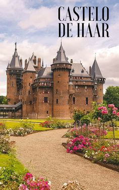 Conhecendo o Castelo de Haar, o maior castelo da Holanda! Beautiful Places To Travel, I Want To Travel, Delft, Castle House, Barcelona Cathedral, Travel Inspiration, The Good Place, Places To Visit, Around The Worlds