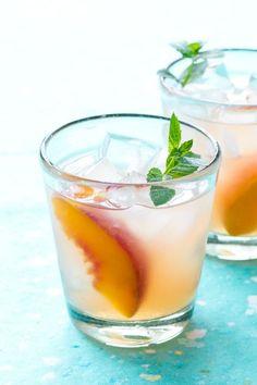 Bourbon Peach Lemonade Punch - A perfect recipe for a summertime soiree!