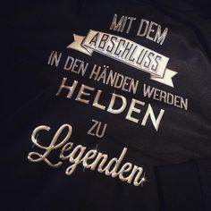 Jetzt Gratis-Katalog und 10% Rabatt sichern: www.shirts-n-druck.de #heldenzulegenden #ak17 #ak2017 #abschlussshirt #abschlussshirts #abschlusspulli #shirtsndruck