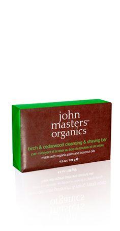 Sapun za brijanje od breze i cedrovine kožu čini mekom, čistom i hidratiziranom, pogodan je za sve tipove kože.