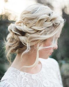 Sunday hair inspo for all my babes by @kannephoto hair beauty by @jennifercnieman Endora dress @rimearodaky #bridalinspo