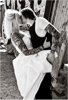 Tattooed Wedding- tattoos don't make you ugly on your wedding day. they make it more special Couple Tattoos, Love Tattoos, Sexy Tattoos, Tatoos, White Tattoos, Ankle Tattoos, Arrow Tattoos, Wedding Tattoos, Tattooed Wedding