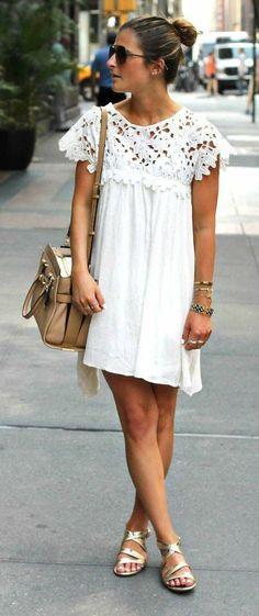 Um vestido branco e uma rasteira: todo mundo tem que ter no guarda-roupa :D