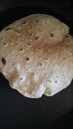 n, su, tuz ve maya ile yoğrulur, üzeri sarılır, hamur ekşiyince (mayalanınca) yumaklar hamur tahtasının üzerine alınır. Önce el, sonra oklava ile 15-20 cm çapında ve 1 cm kadar kalınlıkta açılır. Sacın altı önceden küllenir ve sacın üzerinde önce bir yüzü sonra çevrilip diğer yüzü pişirilir.