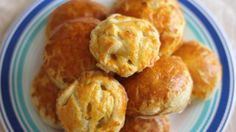 Savory with meat fillings, this Vietnamese pastry pie will make you wanting more. Vietnamese Cuisine, Vietnamese Recipes, Asian Recipes, Asian Appetizers, Puff Pastry Sheets, Pie Recipes, Tarts, Meat, Cooking