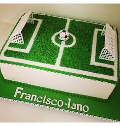 Pasta Football Birthday Cake, Soccer Birthday Parties, Sports Birthday, Birthday Cupcakes, Football Pitch Cake, Real Madrid Cake, Soccer Ball Cake, Soccer Theme, Cake Decorating With Fondant