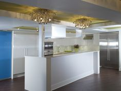 Stunning contemporary open kitchen & dining space #MagreetCevasco #VasiYpsilantis