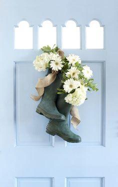 La ghirlanda e composizone floreale può essere fatta da rami degli alberi, con i primi fiori e da eventuali materiali decorativi. 25 idee fantastiche su decorazione della porta in primavera