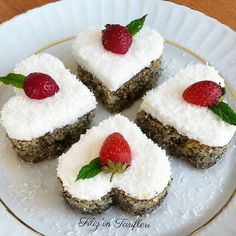 Haşhaşlı revani tatlısı yapımı oldukça basit, lezzeti harika bir şerbetli tatlı tarifidir. Haşhaşlı revani tarifi için tıklayınız.