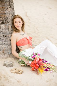 tropical fashion #beachwedding @weddingchicks