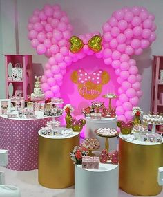 Encantadora essa festa com o tema Minnie Rosa! Credito: @chocobrown.ve Decoração: @vanecarola Papeleria Creativa: @sugarcreativo #Festainfantil #FestaMinnieRosa #MinnieRosa #Minnie #Rosa #FestaMenina Minnie Mouse Birthday Decorations, Minnie Mouse Theme, Minnie Mouse Baby Shower, Balloon Decorations Party, Barbie Birthday Party, Birthday Drinks, Spa Birthday Parties, Mickey Mouse Birthday, Mikey Mouse
