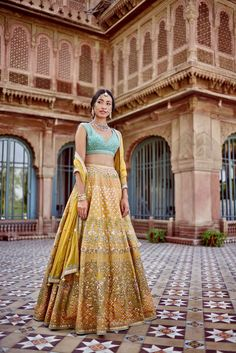 Dress Indian Style, Indian Fashion Dresses, Indian Designer Outfits, Indian Attire, Indian Ethnic Wear, Desi Wear, Indian Bridal Outfits, Indian Lehenga, Lehenga Designs