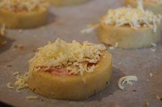 ruk fingre til å trykke den ut til den blir passe tykk. Ca mm kanskje? Camembert Cheese, Cheesecake, Food And Drink, Pie, Keto, Desserts, Torte, Tailgate Desserts, Cake