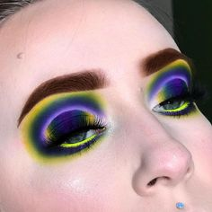 """👁Marley Harper 🍄 on Instagram: """"Floating reverse halo ✨ inspired by @chelsealouder color scheme inspired by @coley_mua 😍💛 Hi guys! Hope you enjoy this look! I spent a…"""" Queen, All About Eyes, Cool Eyes, Septum Ring, Halo, Color Schemes, Makeup Looks, Eye Makeup, Make Up"""