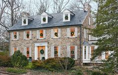 A gorgeous home in Virginia with elegant decorations for Christmas