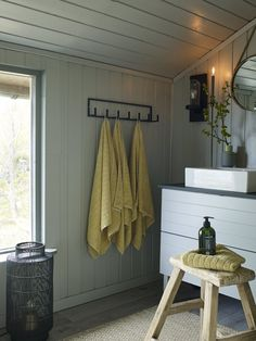 Ideas and inspiration Beautiful Bathrooms, Bathroom Hooks, Cottage, Cabin, Interior Design, Country, House, Inspiration, Home Decor