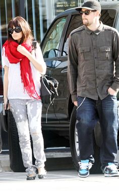 Nicole Richie wearing Lanvin flats, Balenciaga City Bag In Black, Cutler & Gross Oversized circular sunglasses, Jet by John Eshaya Splat Mot...