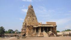 Amazing Brahadeeswarar temple – Thanjavur, No indigenous rocks used Indian Temple, Hindu Temple, Sanctum Sanctorum, Deities, Ancient History, Entrance, Places To Visit, Tower, Building