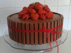Kvikklunsjkake. Sweet Life, Nom Nom, Strawberry, Pudding, Baking, Desserts, Food, Norway, Kit