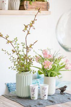 Tulpen und Kirschblütenzweige
