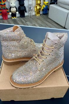 Jimmy Choo links with Timberland for a luxe version of the boot brand's famed Nubuck boot Custom Timberland Boots, Timberland Boots Outfit, Timberland Clothing, Next Shoes, Casual Outfits, Fashion Outfits, Boot Brands, Jet Set, Jimmy Choo