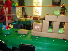 Angry Birds Party: Set up the game table