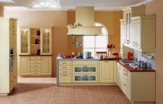 Kuchyně Aida Vanilka  Kuchyně s vařením na ostrůvku, granitovým dřezem a zdobená věncovými lištami, které podtrhují charakter této kuchyňské linky.  #Provence #kuchyně #kitchen #kuchynskelinky #modernibydleni #interier