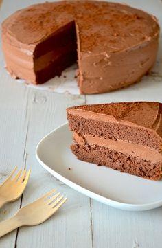 chocoladetaart van biscuitdeeg